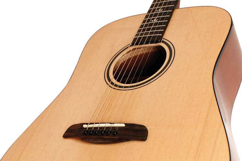 difference between bass and acoustic guitars