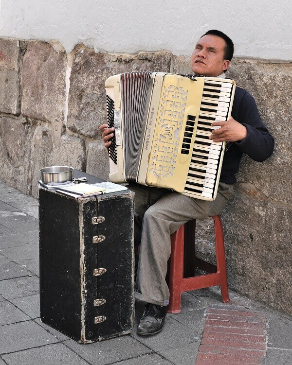 how much do accordions weigh