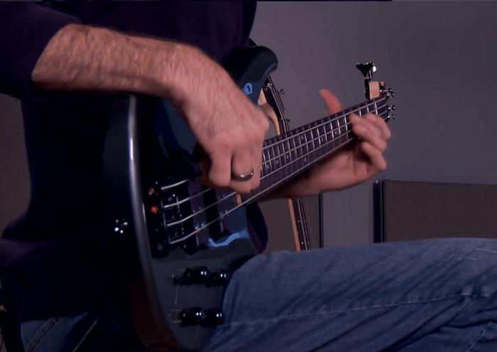 4 string vs 5 string bass guitar