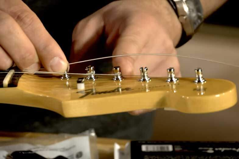 what is the difference between electric and acoustic guitar strings
