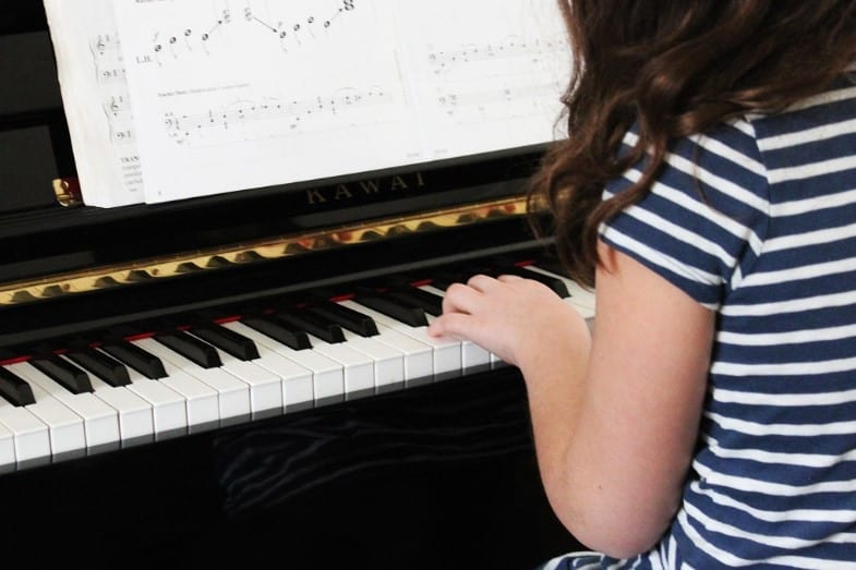 is it easy to learn piano lessons