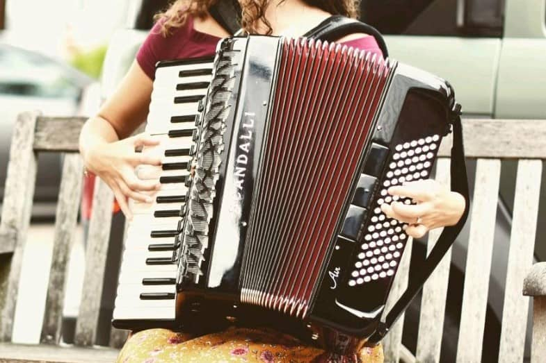 difference between piano accordion and button accordion