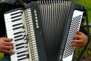 Piano Accordion Vs Button Accordion – Key Differences