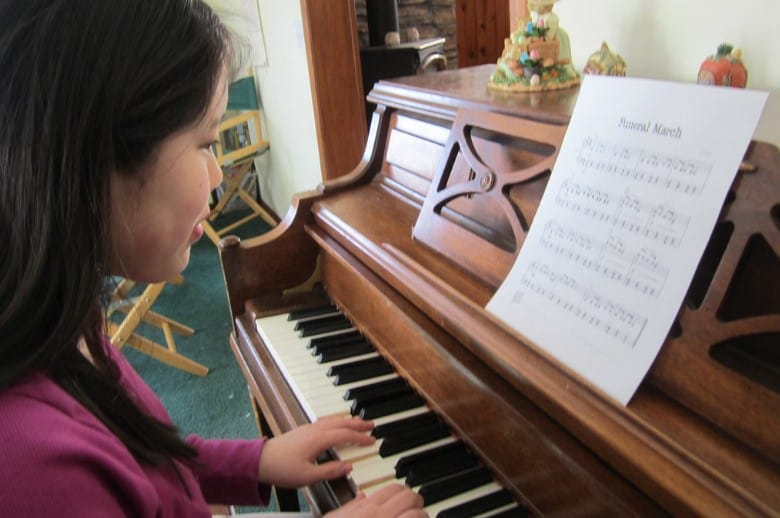 teaching yourself how to play the piano