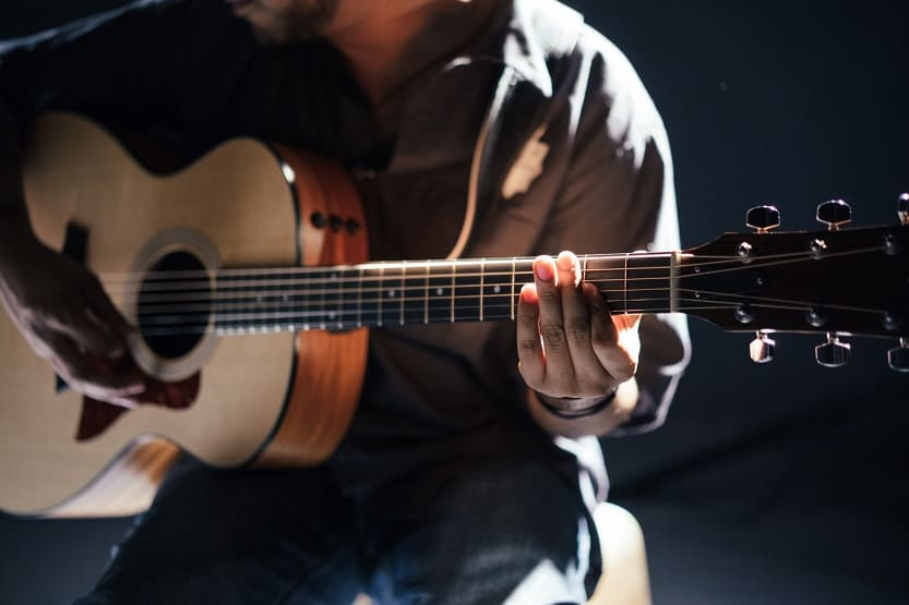 how many strings modern guitars have