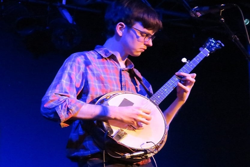 learning how to play the banjo