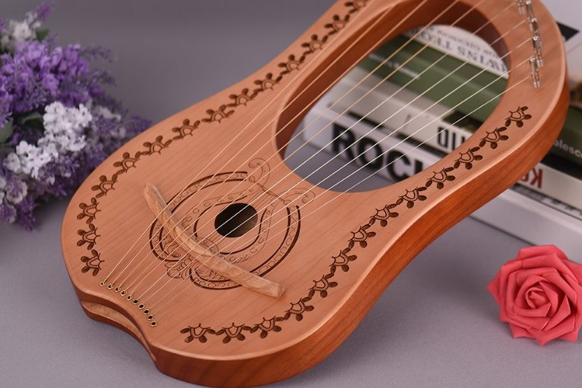 how many strings on a harp