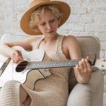 Best Acoustic Guitar Kits - Accessory Bundles [Reviews]