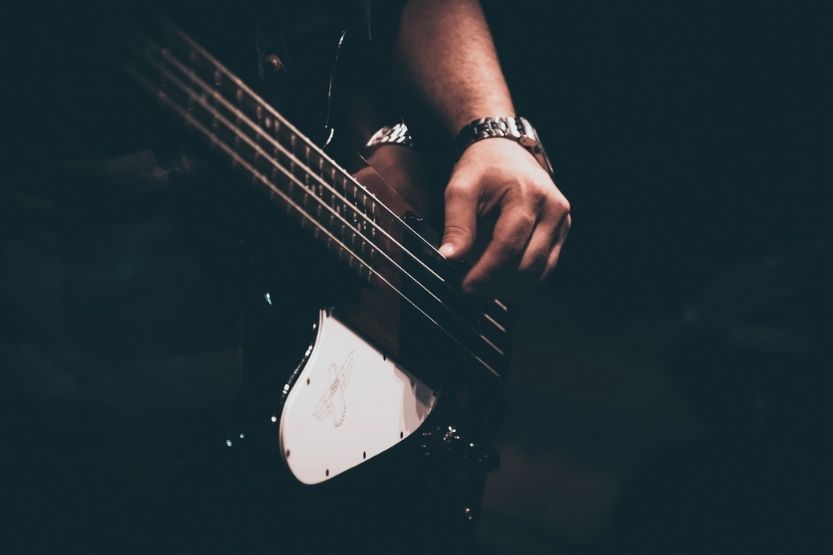 how many strings on a bass guitar