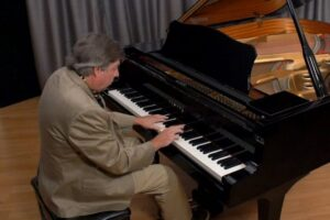 Read more about the article Yamaha Grand Pianos [Specs and Review]