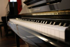Read more about the article Yamaha U Series Upright Piano Specs and Review